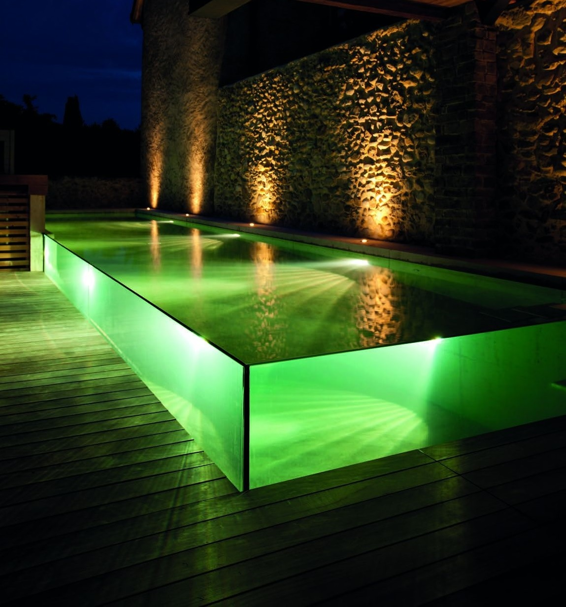 Piscine clair e bain de minuit ext rieurs design for Design piscine le mans