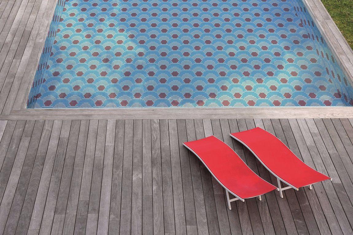 motif piscine chaise longue