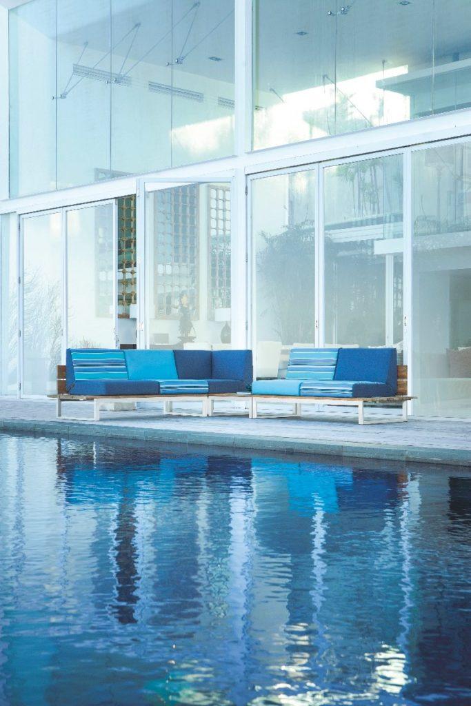 piscine canapé bleu