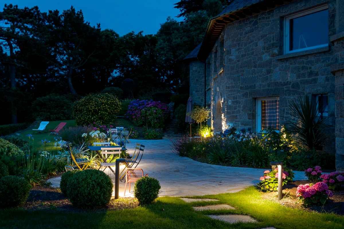 Eclairage un jardin personnalis par la lumi re for Eclairage jardin