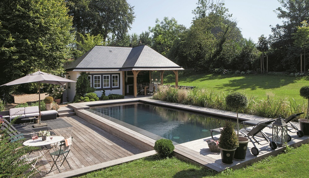 Des piscines bien int gr es au jardin ext rieurs design for Margelle piscine design