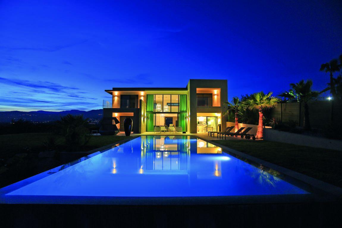 maison de luxe design avec piscine