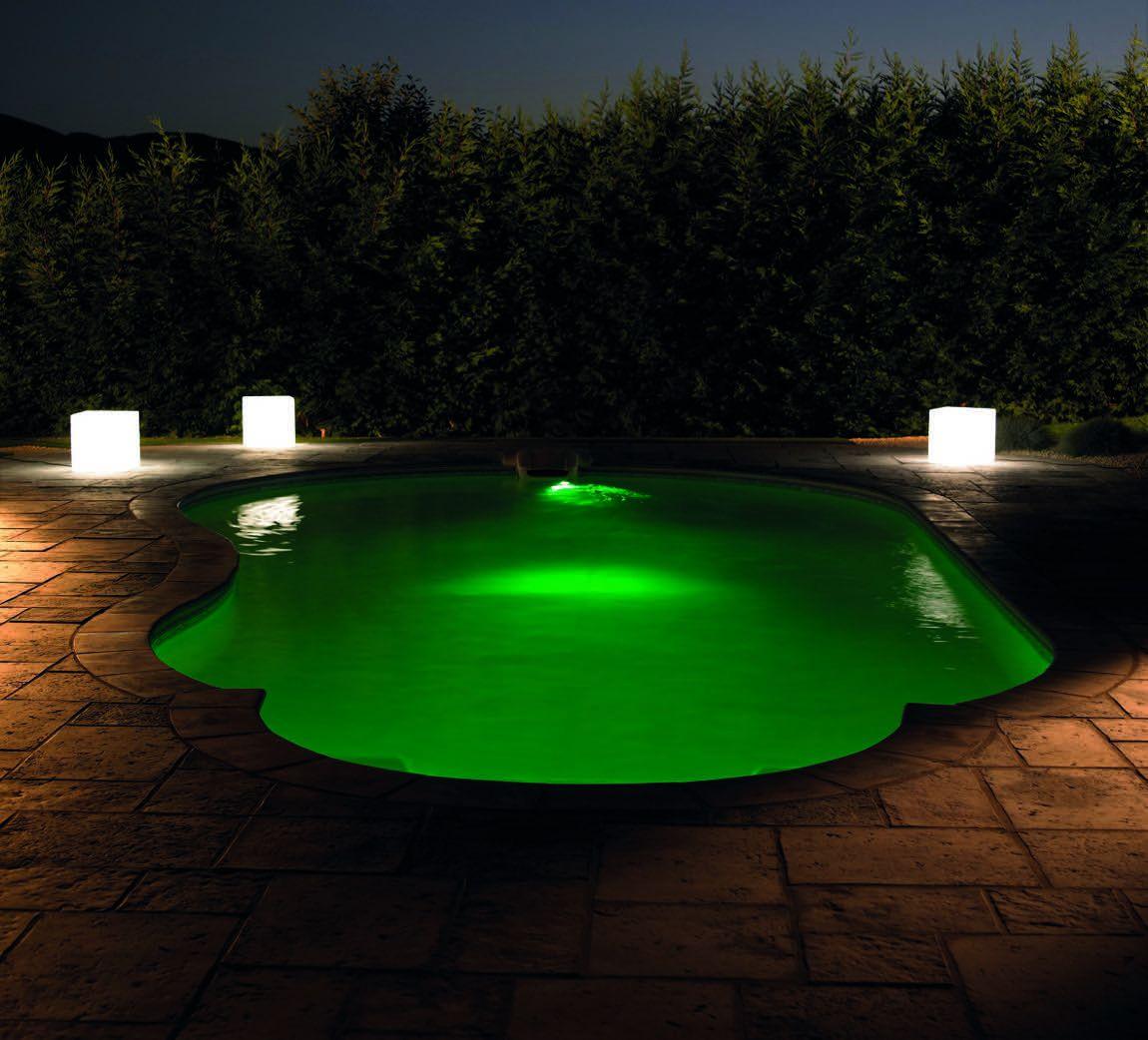 Piscine de luxe design nuit