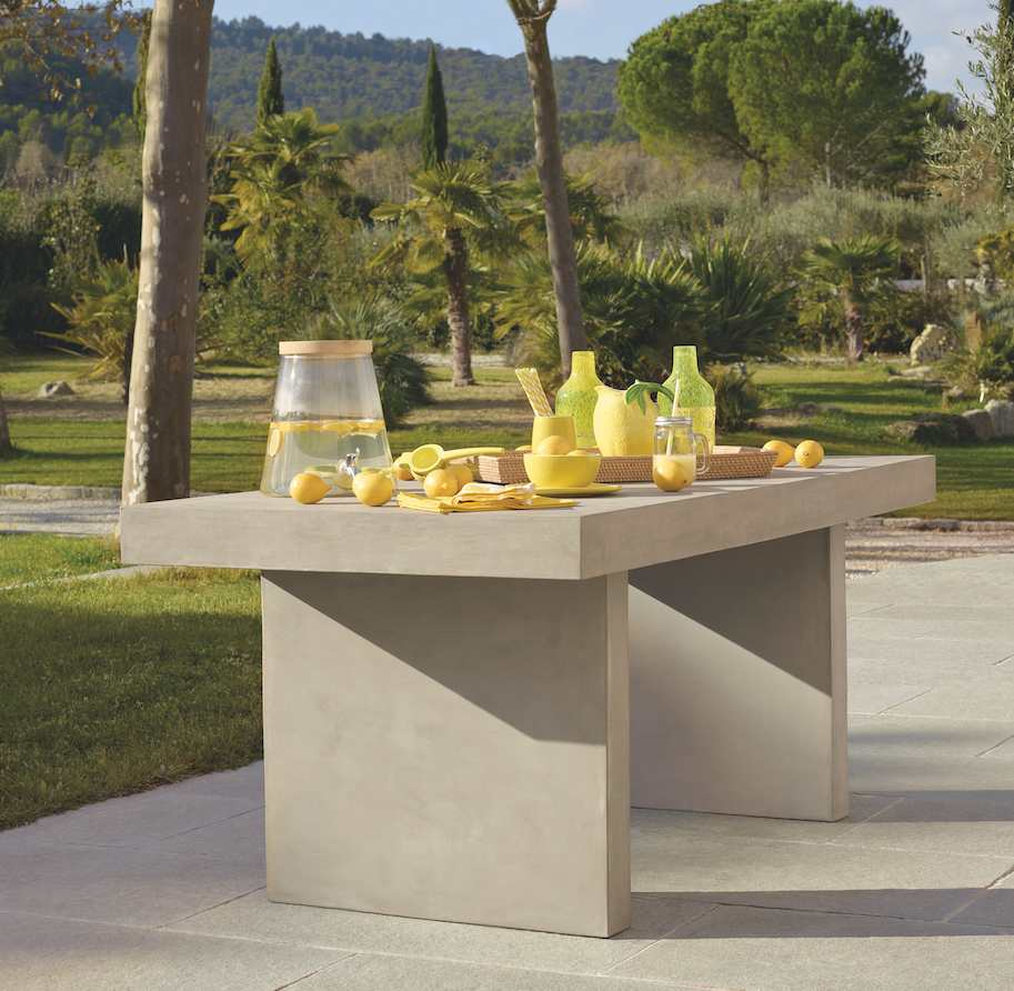 Table en béton et accessoires jaune Habitat