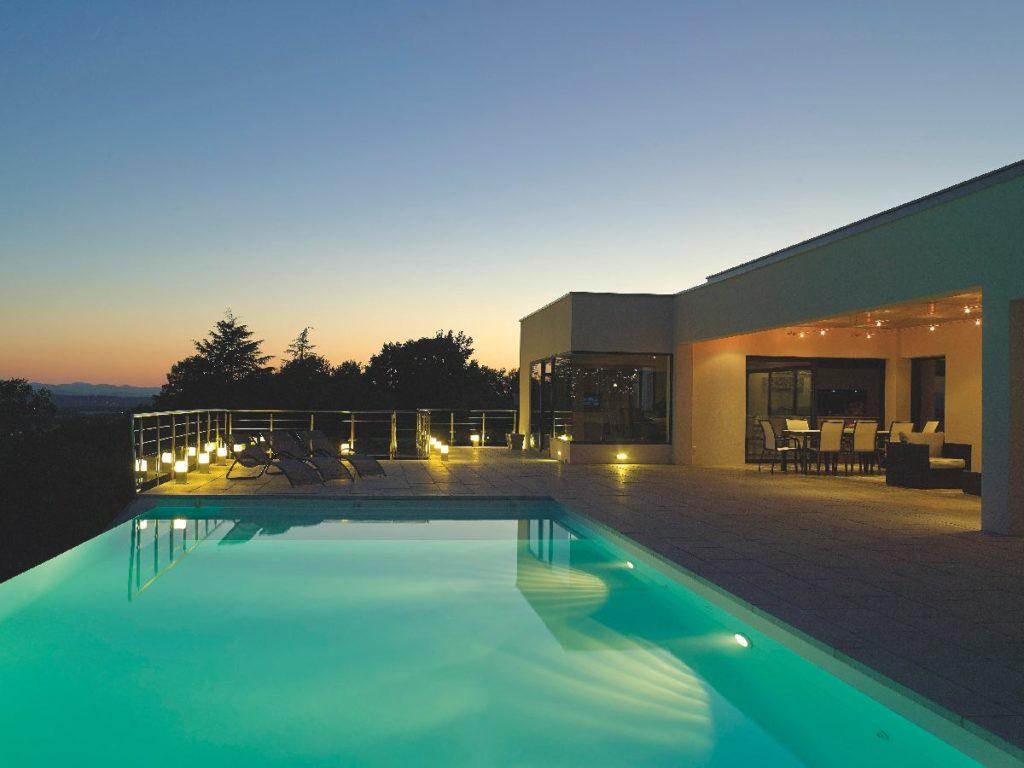 piscine led carré bleu