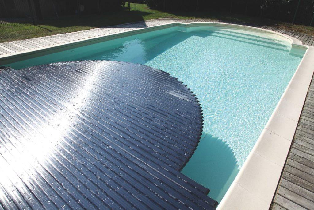 couverture piscine lames polycarbonate solaires