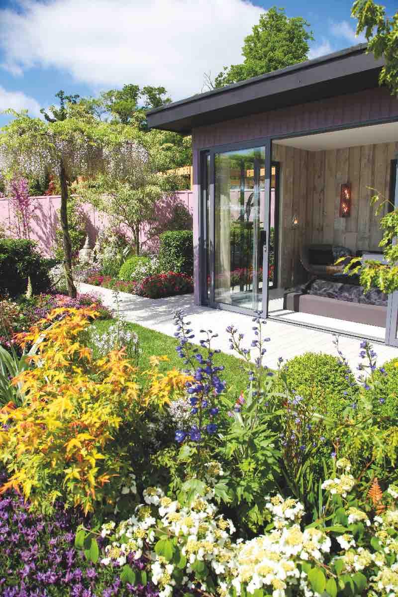chambre vue sur jardin coloré